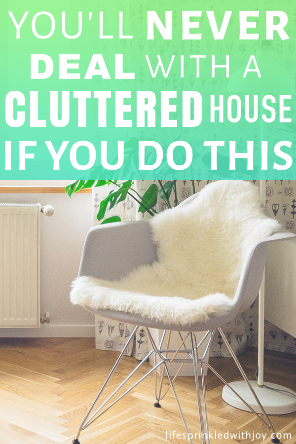 the easiest way to kick the clutter for good! Follow these steps and you'll never deal with a cluttered house again! #organizing #cleaning #organization #decluttering #kicktheclutter #homeideas #organizationtips #pickingup #stayingorganized #cleaningtips #clutterfree #housekeepingtips #maintainingahome #chores #housework #declutter #declutteringtips